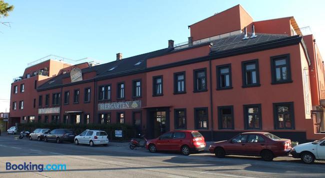 Hotel Fabrik Vösendorf - Vösendorf - Building