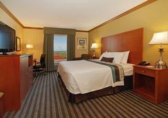 Best Western Plus Seawall Inn & Suites by The Beach - Galveston - Bedroom
