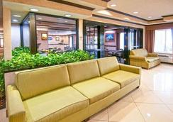 Baymont Inn & Suites Hattiesburg - Hattiesburg - Lobby