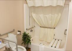Americas Best Value Inn - Rome - Bathroom