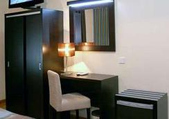 Hotel América - Porto - Bedroom