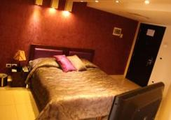 Hollywood Inn Boutique Hotel - Jounieh - Bedroom
