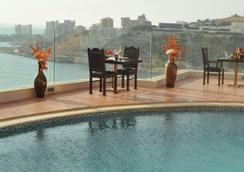 Hollywood Inn Boutique Hotel - Jounieh - Pool
