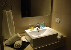 Jounieh Suites Hotel - Jounieh - Bedroom