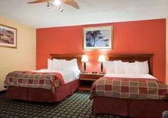Baymont Inn and Suites Springfield - Springfield - Bedroom