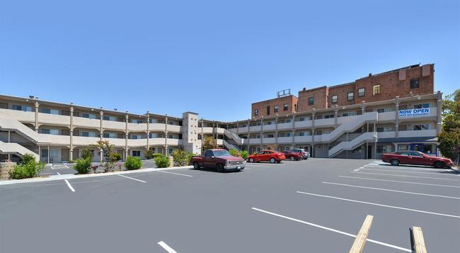 Americas Best Value Inn - Oakland / Lake Merritt - Oakland - Building