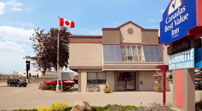 Canadas Best Value Inn - Toronto - Building