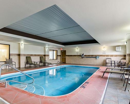 Comfort Inn & Suites Lawrence - University Area - Lawrence - Pool