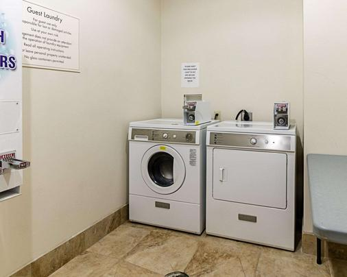 Comfort Inn & Suites Lawrence - University Area - Lawrence - Laundry facility