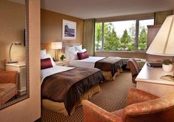 Coast Gateway Hotel - SeaTac - Bedroom