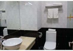 Super 8 Hotel Linyi Bus Terminal - Linyi City - Bedroom