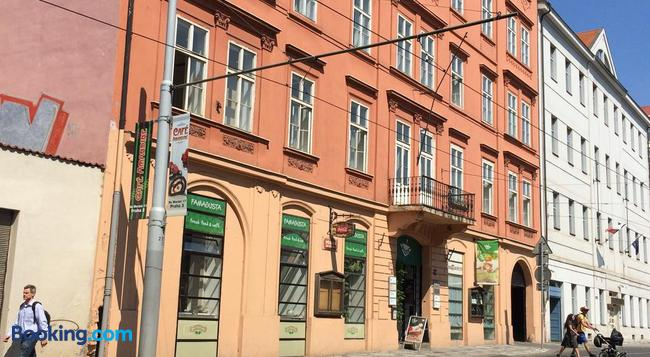 Charles Square Hostel - Prague - Building