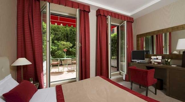 Hotel Dei Borgognoni - Rome - Bedroom