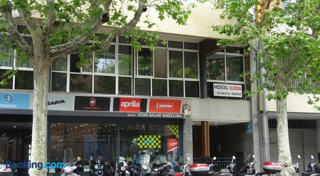 Hostal Lleida - Barcelona - Building