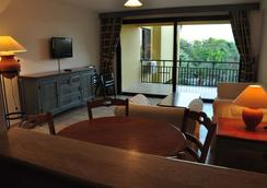 Palm Court Suites - Ayvalik - Bedroom