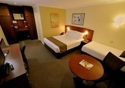 Best Western Hospitality Inn Kalgoorlie - Kalgoorlie - Bedroom