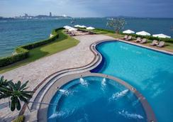 Dusit Thani Pattaya - Pattaya - Pool
