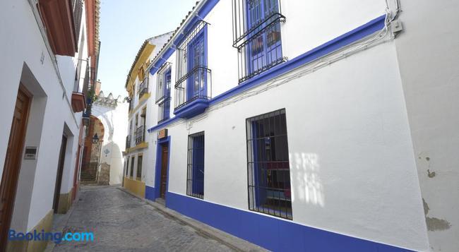 Backpacker Al-Katre - Córdoba - Building