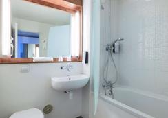 Campanile Villejuif - Villejuif - Bathroom