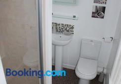 Wendover Guest House - Bolton - Bathroom