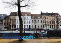 1,2,Trois...Le Roi - Ghent - Outdoor view
