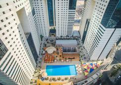 Ezdan Hotel - Doha - Pool