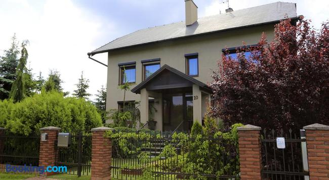10 Bed And Breakfast - Poznan - Building