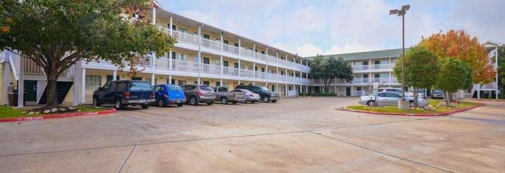 Intown Suites Sugarland - Stafford - Building