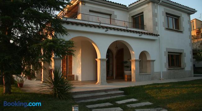 Montjuic Bed & Breakfast - Girona - Building