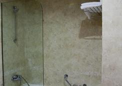 Hotel Silken Coliseum - Santander - Bathroom