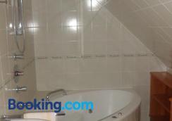Hirschenhof - Graz - Bathroom