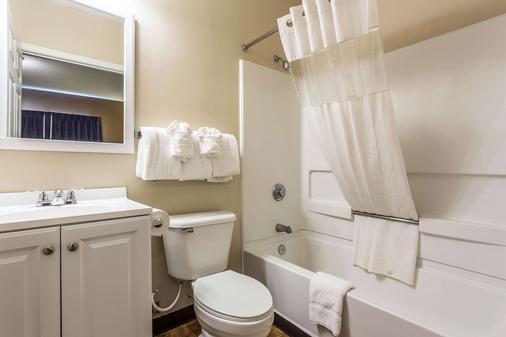Suburban Extended Stay Hotel - Charlotte - Bathroom