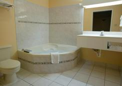 Americas Best Value Inn-San Antonio/Lackland AFB - San Antonio - Bathroom