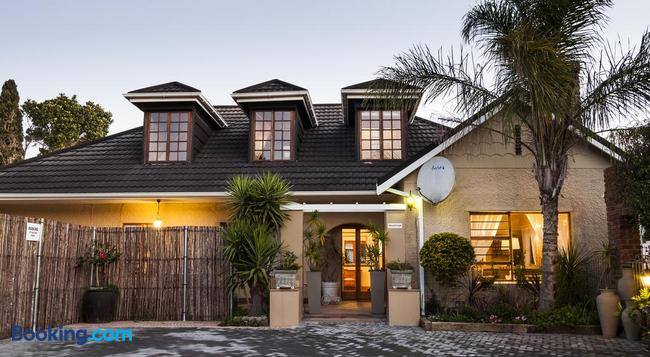 Guest House Ascot Place - Port Elizabeth - Building