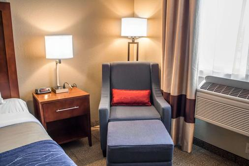 Comfort Inn & Suites - Fremont - Living room