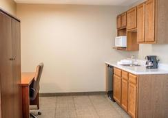 Comfort Inn & Suites - Fremont - Bedroom