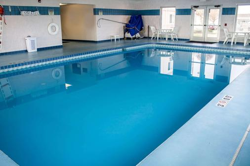 Comfort Inn & Suites - Fremont - Pool