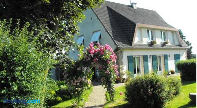 Chambres d'Hôtes Les Vallées - Saint-Quentin-sur-le-Homme - Building