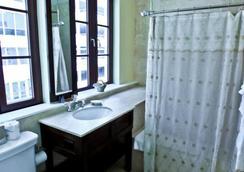 Hotel St. Michel - Coral Gables - Bathroom