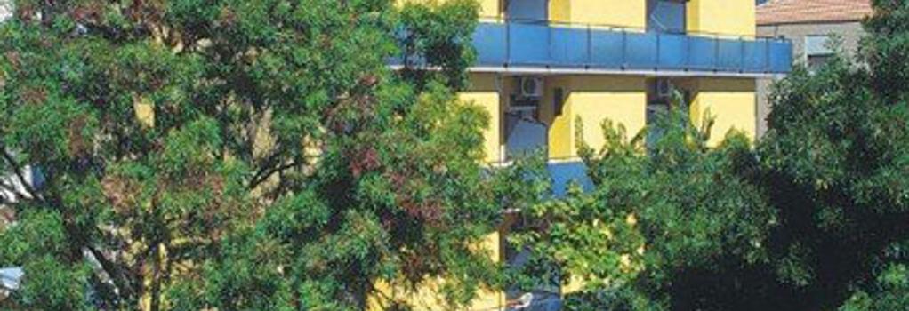 Hotel Capitol - Pesaro - Building