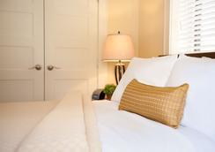 The Plaza Hotel - Milwaukee - Bedroom