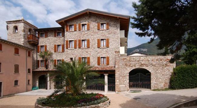 Villaggio Albergo Hotel Antico Monastero - Toscolano Maderno - Building