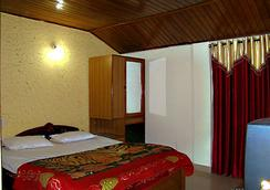 Hotel Crystal - Manali - Bedroom