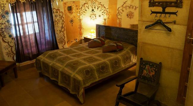 Hotel Garh Jaisal Haveli - Jaisalmer - Bedroom