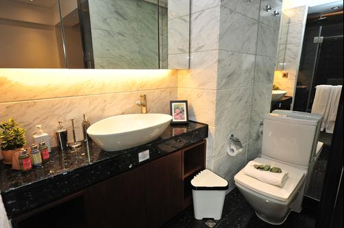 Shalom Serviced Apartments - Soho Central - Hong Kong - Bathroom