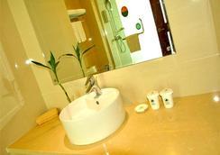 Greentree Inn Zhejiang Zhoushan Xincheng Business Hotel - Zhoushan - Bathroom