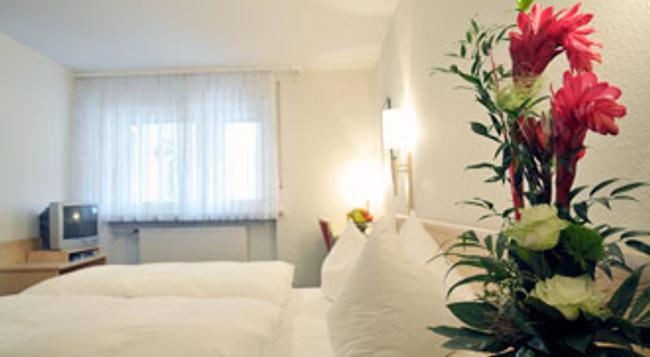 Gasthof Weisses Lamm - Erlangen - Bedroom