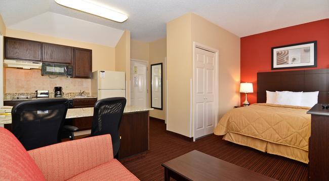 MainStay Suites - Alcoa - Bedroom