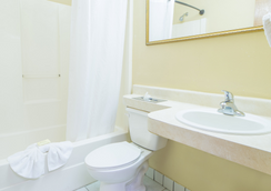 Hospitality Inn - Jacksonville - Bathroom