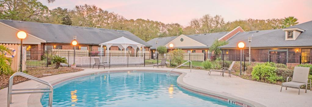 Hospitality Inn - Jacksonville - Building